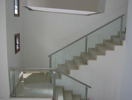 Fotos de protecciones de balcones y piletas barandas para - Proteccion para escaleras ...